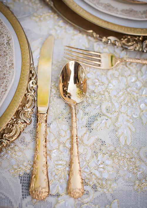 decor-tableware-gold-plates