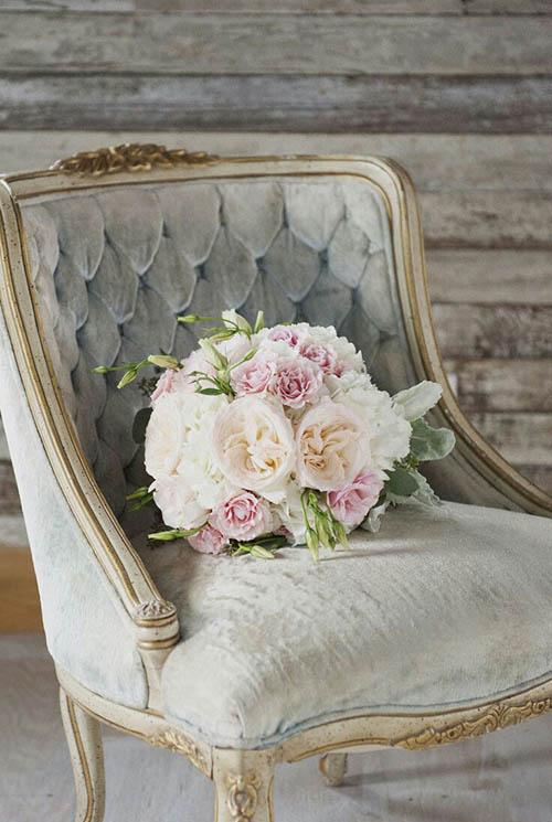 home-decor-antique-vintage-chair-velvet-chic