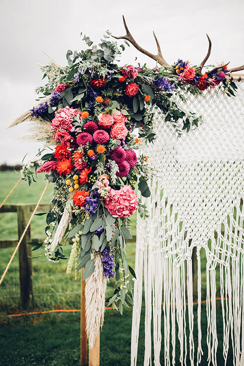 wedding-boho-chic-bohemian-desert-floral-arch-alter