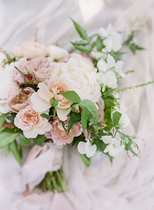 wedding-bouquet-flowers-white-ivory-green-pink-simple-traditional