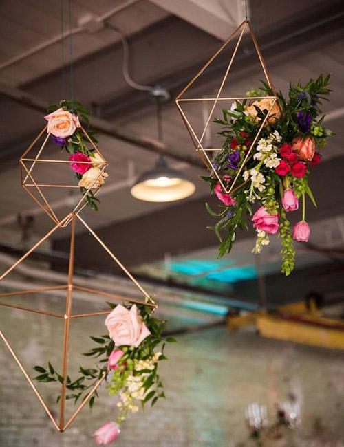 wedding-geometric-gold-hexagon-flowers-decor