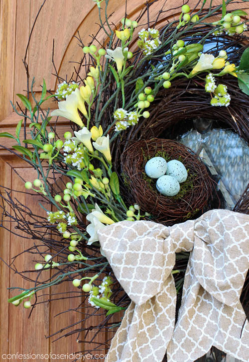 Spring-wreath-with-robin-egg
