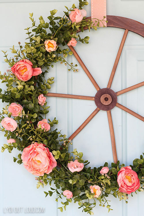 farmhouse-wagon-wheel-wreath