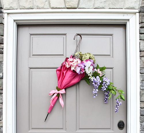 umbrella-wreath-spring-decor-door