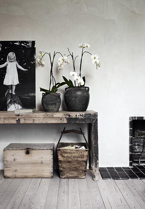 wabi-sabi-scandanavian-decor-black-white-wood