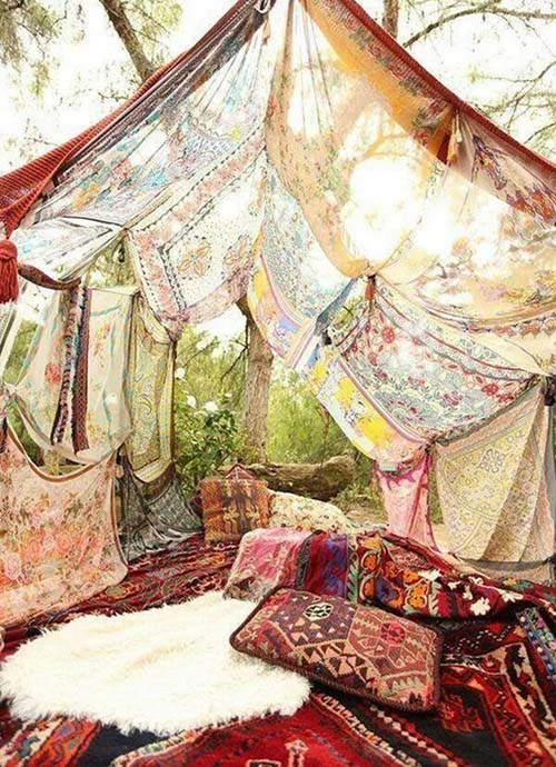 Summer-Boho-chic-picnic-pillows-poufs-Tapestries