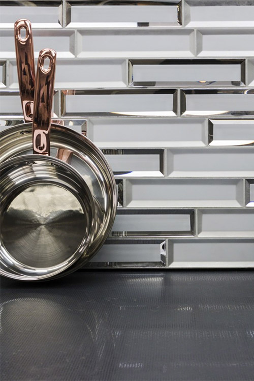 reflective-mirrored-kitchen-subway-tile-trend-2019