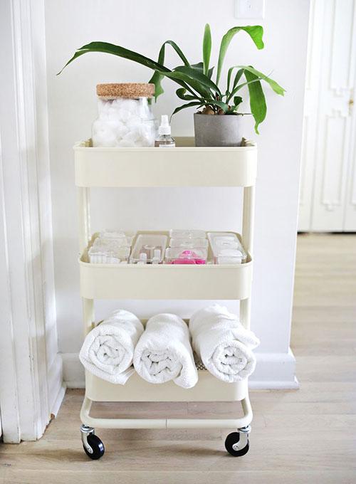 small-bathroom-organization