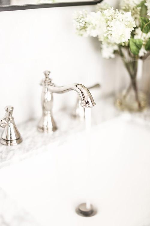 classic-nickel-bathroom-faucet
