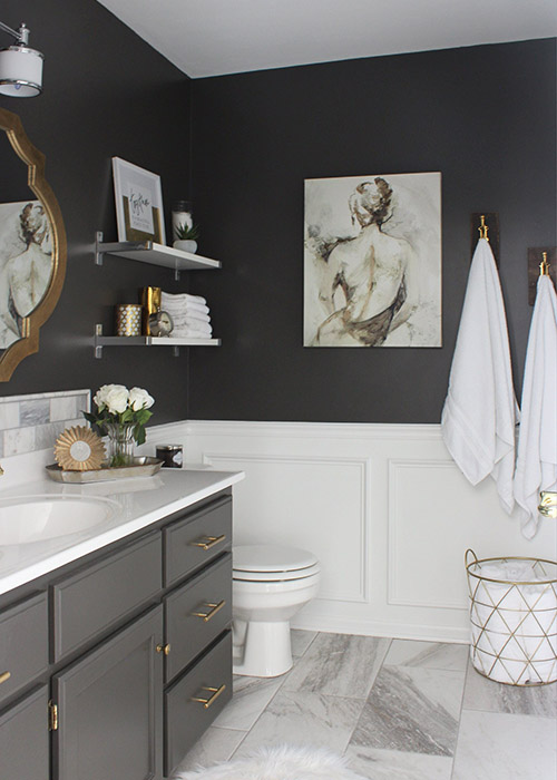 Thoughtful-Decor-Pieces-Marie-Kando-Method-gray-bathroom