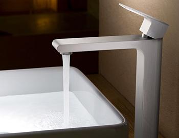 fresca-allaro-single-hole-faucet-room-scene