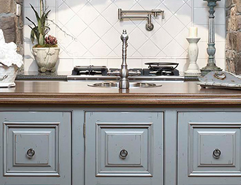 top-knobs-M176-pull-kitchen-room-scene