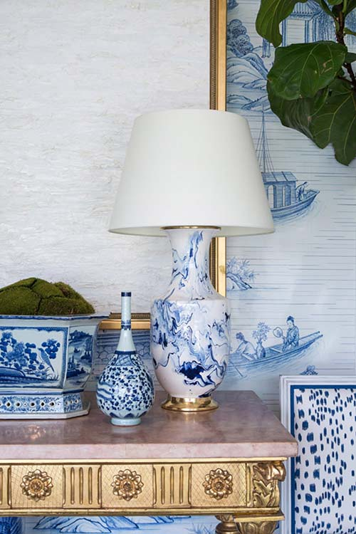 chinoiserie-chic-lamp-living-room