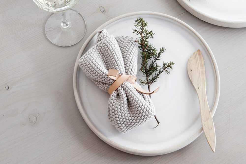 7 Festive and Simple Gorgeous Holiday Table Setting Ideas