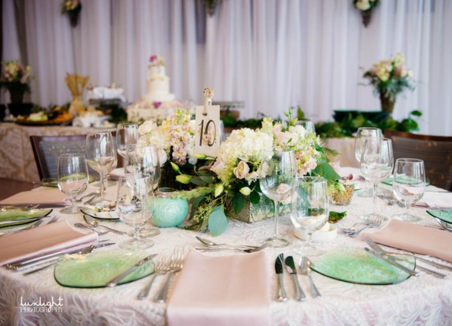 8 Breathtaking Spring Wedding Color Trends for 2018